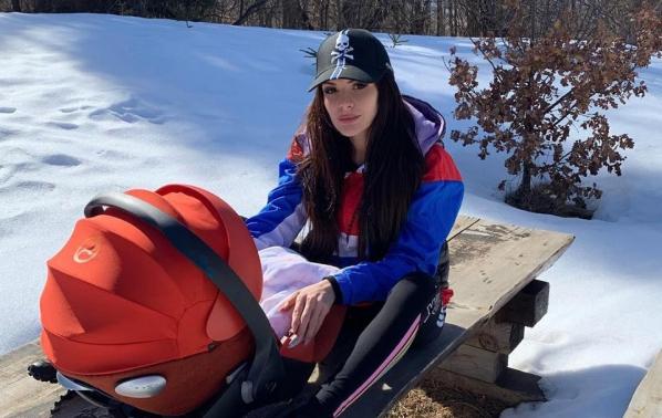Преслава заведе бебето в планината
