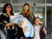 Емилия в топ форма след раждането, снимки от изписването на бебето