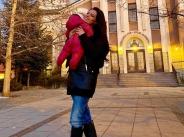 Преслава неразделна с бебето, споделя снимки в социалните мрежи