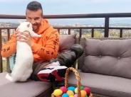 Крум сам боядиса яйца за Великден, прави поредица от онлайн лайфове
