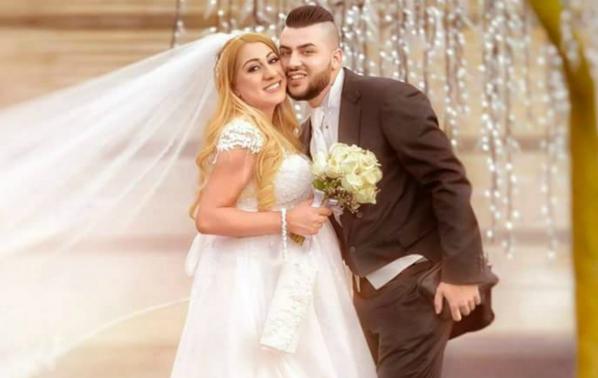 Роксана роди дни след сватбата си