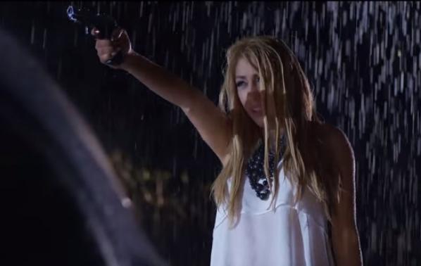Софи Маринова се включва в новата песен на Роксана