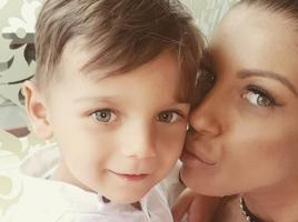 Емануела неразделна със сина си Митко