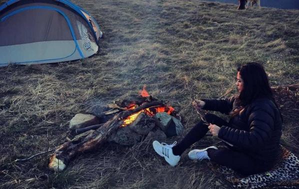 Бременната Преслава спи в палатка