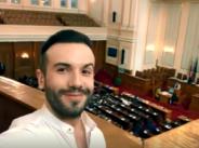 Крум снима клип в Парламента?