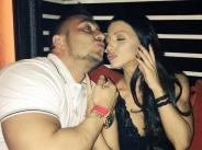 Емануела и Константин се целуват в клуб