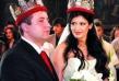 Пищна сватба отбеляза любовта на Анелия и Коко Динев, а техни кумове са Георги и Мая Илиеви. След раждането на дъщеря им Ивон обаче двамата се разделят и днес Коко живее с колежката на бившата си съпруга Емилия, с която имат син Иван и очакват съвсем скоро нов наследник