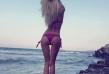 Кристиана често може да бъде видяна по къси дънкови панталони, но когато остане по бански, гледката е още по-изумителна. Кадър от плажа в родния град Бургас е сред най-харесваните снимки на певицата в нейната фейсбук страница.