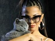 Райна показа котето си width=