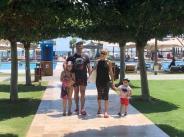 Константин заведе семейството си на ваканция извън България width=