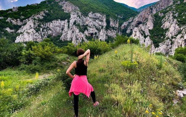 Преслава поддържа форма с разходки в планината