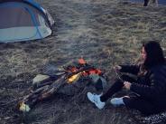 Бременната Преслава спи в палатка width=